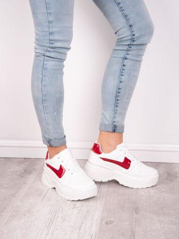 Białe buty sportowe KYLIE na wysokiej platformie z czerwonymi elementami