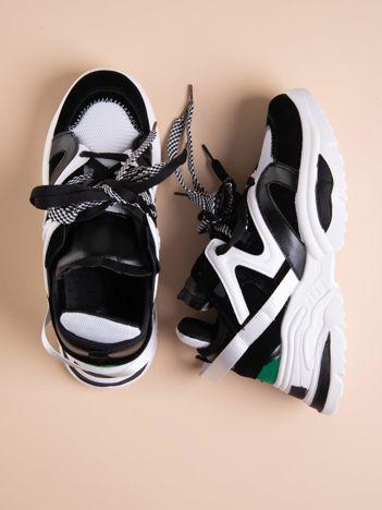 Białe buty sportowe na platformie z podwójnymi sznurówkami