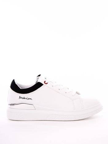 Białe buty sportowe z czarnym wykończeniem