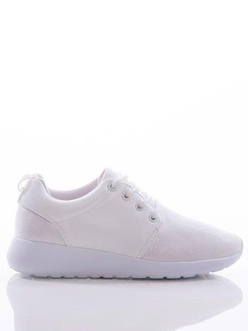 Białe buty sportowe z ozdobnym mieniącym się przodem cholewki