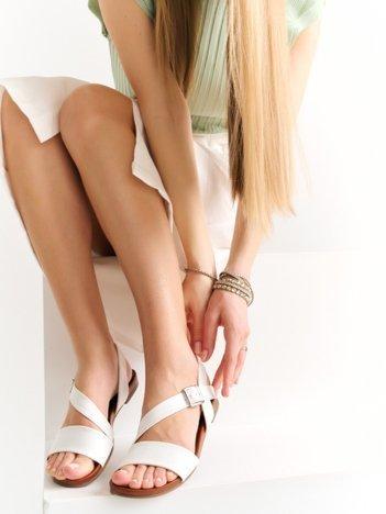 Białe sandały Kylie z eco skóry na płaskim obcasie