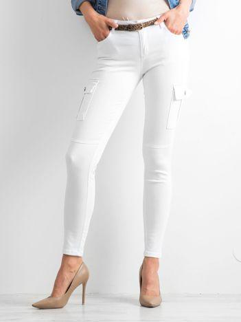 Białe spodnie Upstream