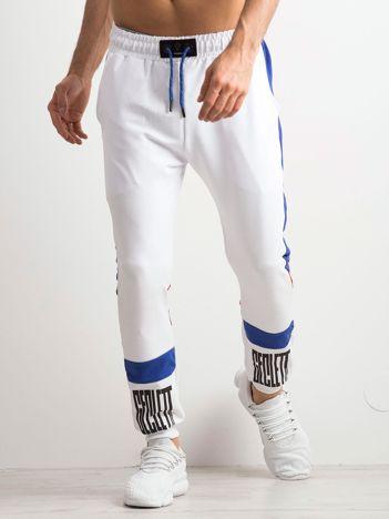 Białe spodnie dresowe męskie z napisami