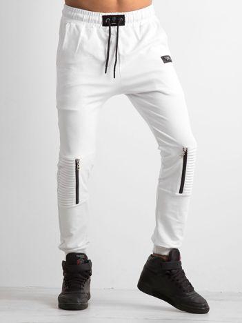 Białe spodnie męskie dresowe