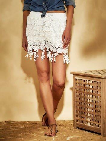 Białe szorty z koronką