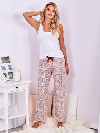 Biało-bordowe wzorzyste spodnie do spania