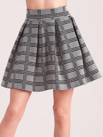 Biało-czarna rozkloszowana spódnica w pepitkę i kratę