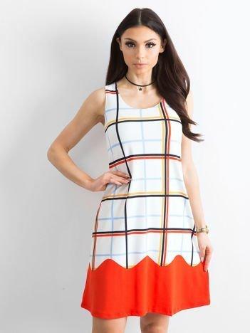 Biało-pomarańczowa sukienka w kolorową kratę