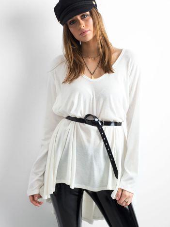 Biały asymetryczny sweter