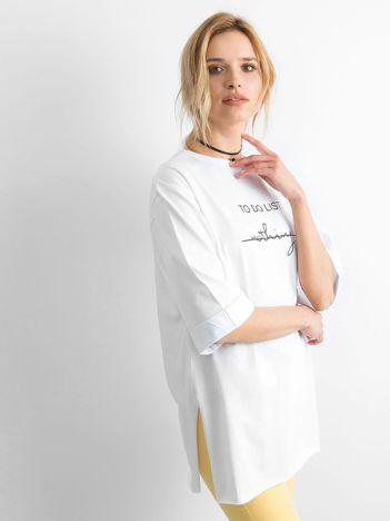 Biały długi t-shirt z napisem