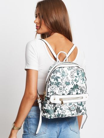 Biały plecak w kwiaty