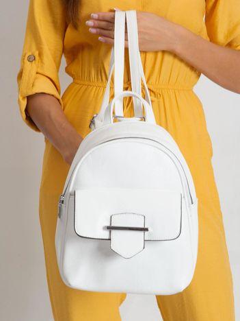 Biały plecak z klapką