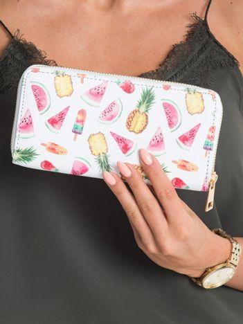 Biały podłużny portfel z nadrukiem
