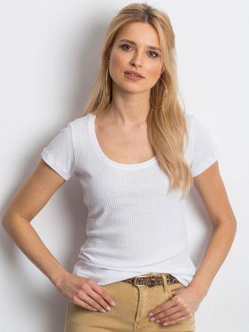 Biały prążkowany t-shirt
