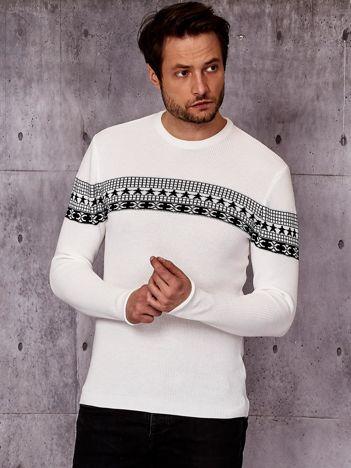 Biały sweter męski ze wstawką we wzory