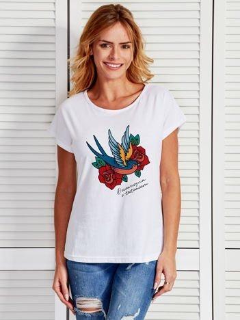 Biały t-shirt damski z nadrukiem tatuażu