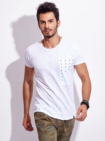 Biały t-shirt męski z ćwiekami