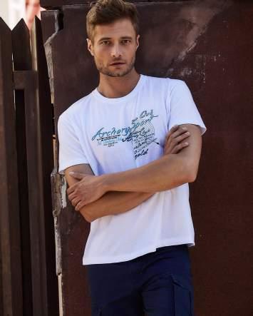 Biały t-shirt męski ze sportowym nadrukiem i napisami