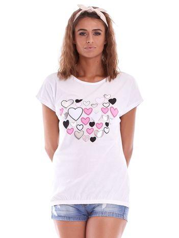 Biały t-shirt w serduszka