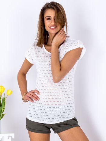 Biały t-shirt z ażurowaniem