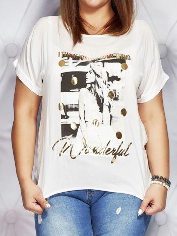 Biały t-shirt z fotograficznym nadrukiem PLUS SIZE