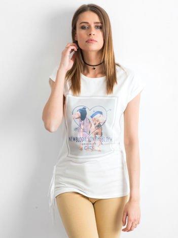 Biały t-shirt z nadrukiem psów
