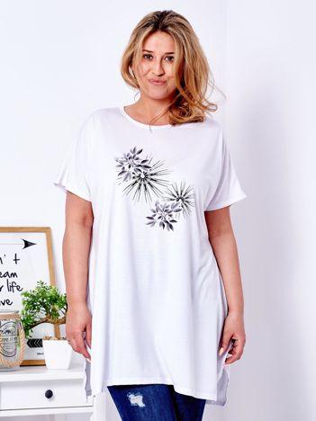 Biały t-shirt z roślinnym printem PLUS SIZE