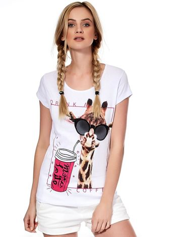 Biały t-shirt z żyrafą