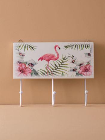 Biały wieszak z flamingiem
