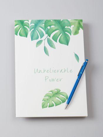 Biały zeszyt w egzotyczne liście