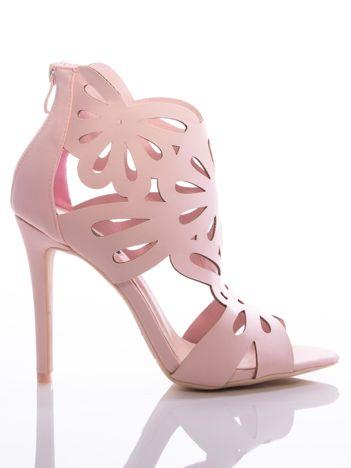 Bladoróżowe sandały na szpilkach, z ozdobną ażurową cholewką