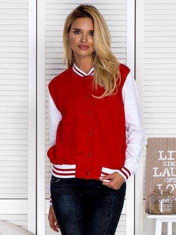 Bluza damska o kroju bomberki z kontrastowymi rękawami czerwona
