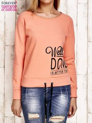 Bluza damska z napisem WELL DONE koralowa