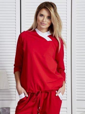 Bluza damska z ozdobną taśmą przy kapturze czerwona