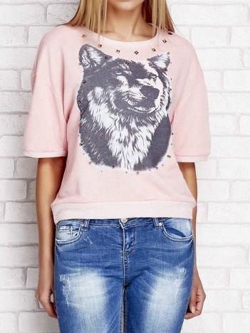 Bluza z nadrukiem wilka i ćwiekami koralowa