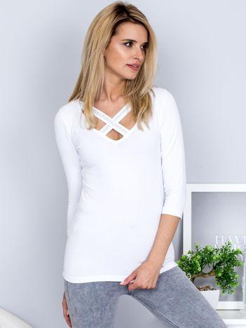 Bluzka biała z ozdobnymi paskami przy dekolcie