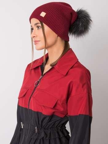 Bordowa czapka beanie z szarym pomponem RUE PARIS