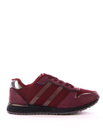 Bordowe buty sportowe z błyszczącymi dżetami