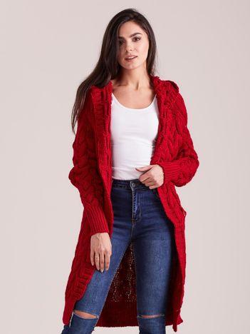 Bordowy długi sweter w warkocze