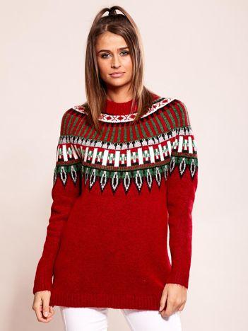 Bordowy sweter w etniczne wzory