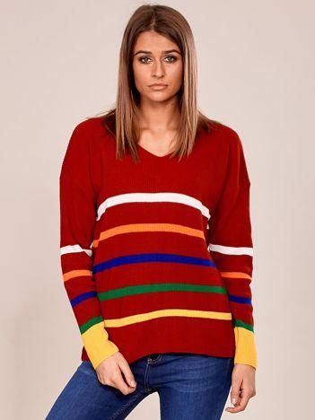 Bordowy sweter w kolorowe paski