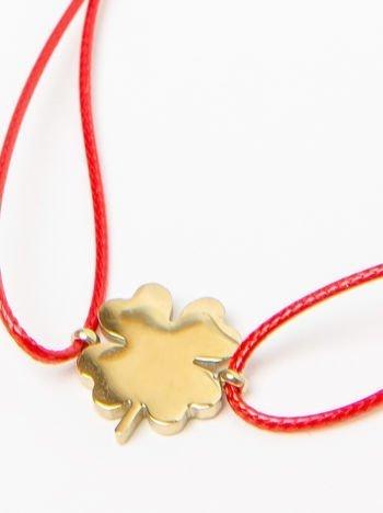 Bransoletka damska na czerwonym sznurku z celebrytką koniczynka pozłacana 14-karatowym złotem