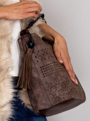 Brązowa miękka torba z ażurowym wzorem