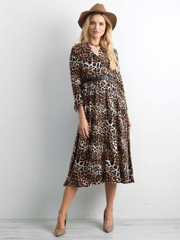 Brązowa sukienka midi w cętki