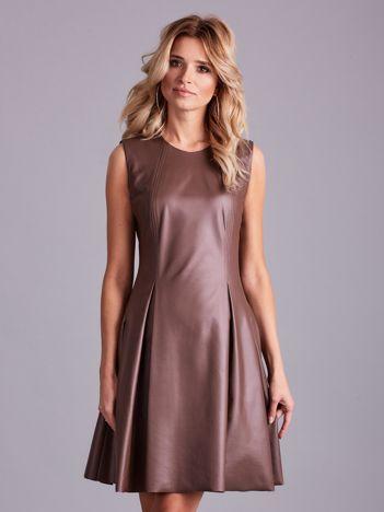 Brązowa sukienka z ekoskóry