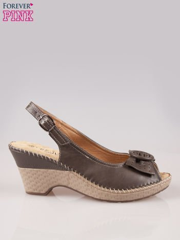 Brązowe sandały z kokardą na grubym obcasie Laolla
