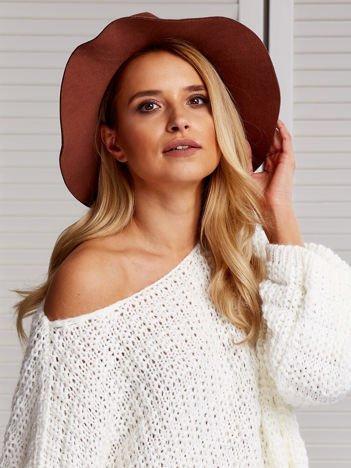 Brązowy filcowy kapelusz damski