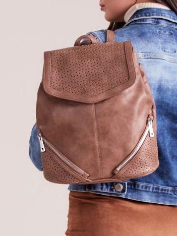 Brązowy plecak z ażurowaniem