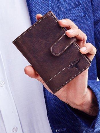 Brązowy skórzany portfel męski z wytłaczanym logiem