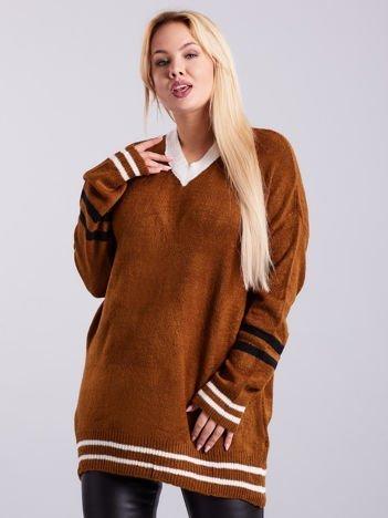 Brązowy sweter w serek PLUS SIZE